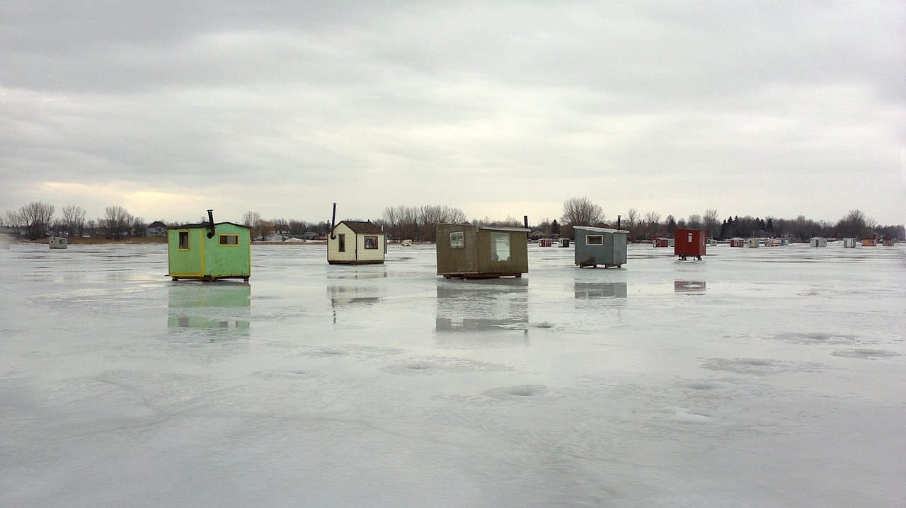 ice-fishing-huts-1011670_1280 open license